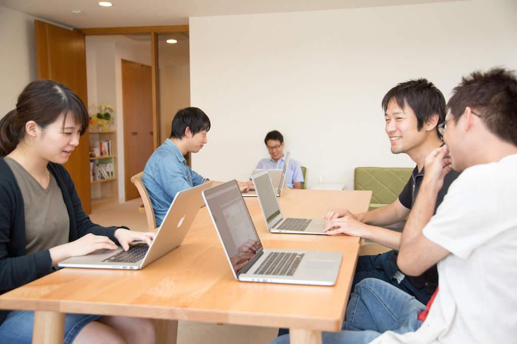 社労士会が発信されている「HR NEWS TOPICS」に弊社のリモートワークに関する記事が掲載されました。